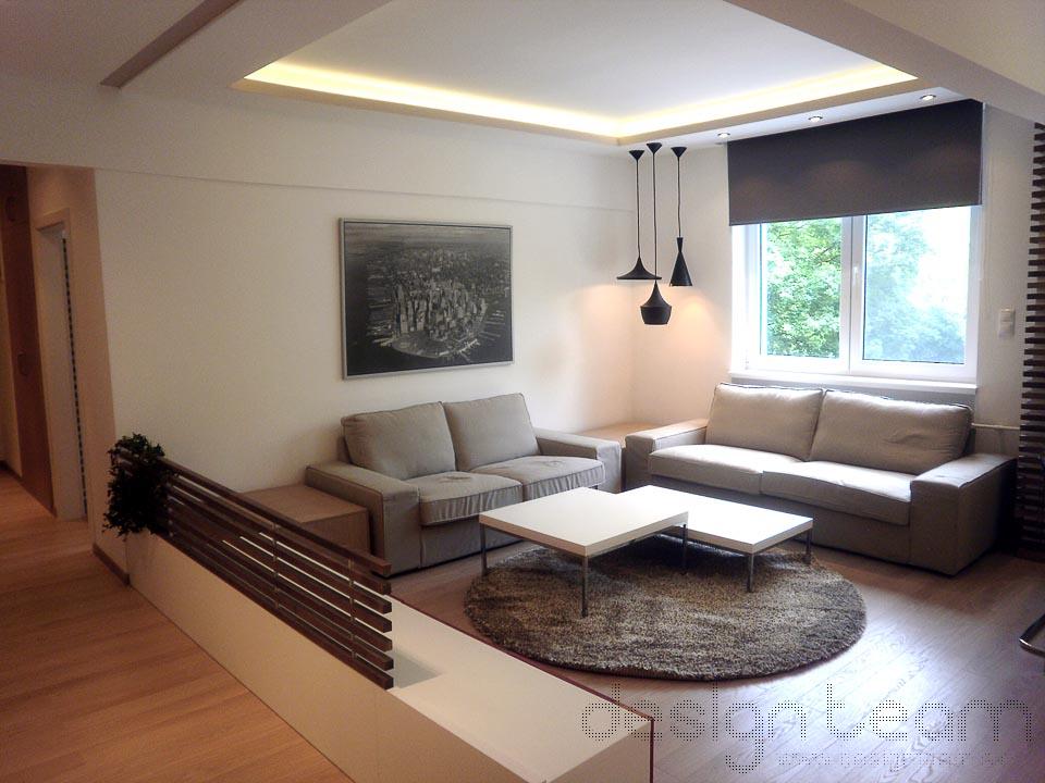 Fotografia z realizácie. Dominantou interiéru je náladové osvetlenie a drevený rošt.