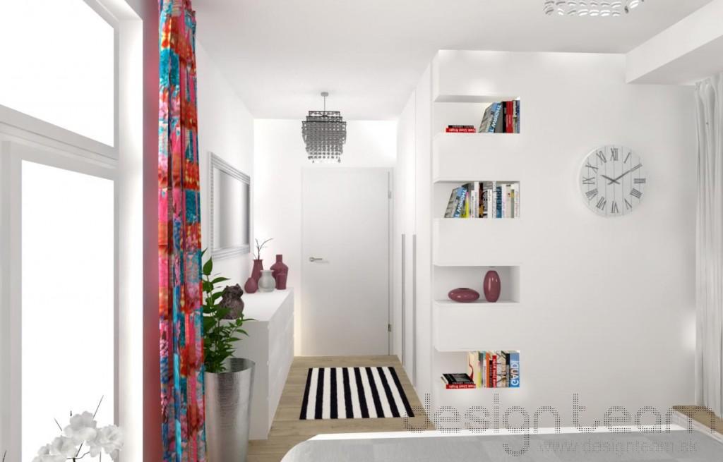Na pôvodnom mieste sprchového kútu vznikol priestor pre skriňu s práčkou.