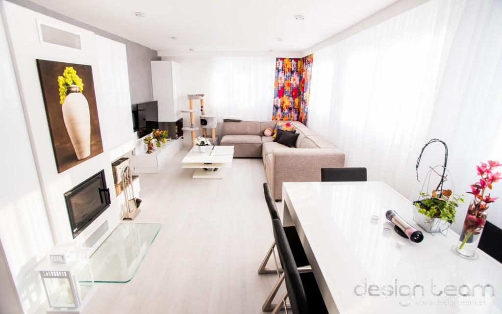 Malý priestor sa dal zariadiť vhodným výberom nábytku a jeho usporiadaním.